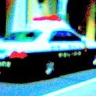横断のシニアカーに右折トラックが衝突、高齢男性が重体