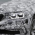 BMW 5シリーズ 次世代型、新LEDエンジェルアイ光った!