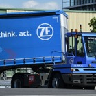ZF、自動運転の港湾トラクター発表…積み込み作業を自動化