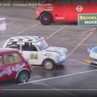 縦列駐車のギネス世界記録、英国で更新…前後の間隔34センチ[動画]