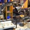 【CES 2017】1000万円のコーヒーメーカー!? ロボットアームがバリスタの動きを再現