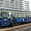 路面電車が「オリエント急行」に…阪堺電軌がラッピング電車