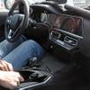 BMW 3シリーズ 次期型、新世代コックピットを激写…2種のハイブリッドを設定へ