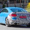 鮮やかなブルーあらわに、アウディ TT RS が早くも改良!? 新デザインへ