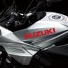 あのスズキ カタナがついに復活!! カワサキ Z900RS とガチンコ勝負だ