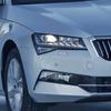 VW パサート ベースの5ドアハッチ、シュコダ「スペルブ」改良モデルで電動化