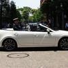 レア車、マツダ アテンザ のオープン仕様 が東京都心に! 乗ってる女性は…