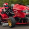 ホンダの芝刈り機、世界最速ギネス新記録…0-160km/h加速6.29秒、心臓は CBR1000RR[動画]