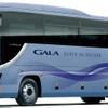 いすゞの大型観光バス『ガーラ』、ドライバー異常時に自動停止 モニター検知と車線逸脱警報を連動