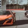 ホンダ NSX 、市販車とレーサーが対決…類似点と相違点は?[動画]
