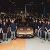 光岡50周年記念モデル『ロックスター』がラインオフ、初号車オーナーととも喜びを分かち合う