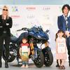 斎藤工とROLANDのクルマ&バイク表現がクール! 東京・青山でバイクの絵本展 7月25-27日