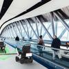羽田空港で自動運転電動車いすの試験走行 JALやWHILL