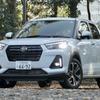 【ダイハツ ロッキー 新型試乗】4WDがFF以上に快適な理由は「リアサス」…島崎七生人