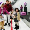 搭乗した子供にクリスマスプレゼント ピーチが成田空港でサプライズ