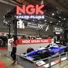 交換のメリットは想像以上! NGKスパークプラグは佐藤琢磨&松田次生トークショーも開催…東京オートサロン2020