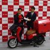 ホンダ 安部常務「生活に溶け込むよう期待」…日本郵便に電動二輪車を初納入