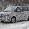 VW T6 後継モデル、最終デザインが露出…プラグインハイブリッド投入か