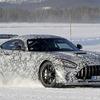 700馬力の雪上ドリフト!メルセデスAMG GT R「ブラックシリーズ」最新プロトが進化