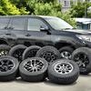 【トヨタ ランドクルーザープラド】グッと印象を変えるアルミホイール&タイヤ8選装着レビュー