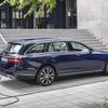 メルセデスベンツ Eクラスワゴン 改良新型、PHVディーゼルは燃費58.8km/リットル…欧州発売