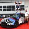 BMW M4クーペ 次期型、MotoGP制したオリベイラ選手に贈呈…9月の公式発表前に