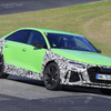ランボグリーンが眩しい!アウディ RS3セダン 次期型プロト、限界露出でニュル爆走