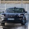 ポルシェ『タイカン』、ギネス世界新記録…EVによる連続ドリフト走行で42.171km[動画]