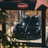 ブガッティ、世界一高価なクリスマスディスプレイは1100万ユーロ…フランスの本拠地に展示中