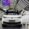 VW『ID.3』、ドイツの「ガラス張り工場」で生産開始…新世代EVの本拠地に
