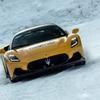 雪上でもマセラティ MC20 のパワーは健在…寒冷地試験は快調