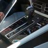 内装もスクープ!ポルシェ マカン 改良新型、内燃機関とEVを併売へ