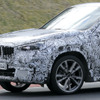 逆襲なるか?BMW X1 次期型、ニュル高速テストをスクープ