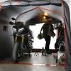 大型車2台収容の簡易バイクガレージ登場、1台ならメンテやカスタムも