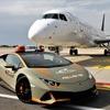 ランボルギーニ ウラカン EVO、航空機の誘導車に…イタリア国際空港