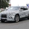 メルセデスベンツのフルサイズ電動SUV『EQS SUV』、年内発表へ…最新プロト車両を目撃