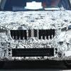 BMW X1 次期型プロトタイプ、ついに最終ヘッドライト装着!湾曲ディスプレイも搭載か