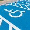 車いす使用者用の駐車施設、適正な利用を促進へ 国交省が検討会予定
