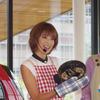東原亜希さん、i-MiEV の電力でアウトドア料理に挑戦