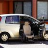 【東京モーターショー04】ダイハツ ミラ「セルフマチック」…車いすが運転席
