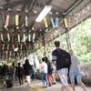 南海、今夏も極楽橋駅に「風鈴トンネル」設置