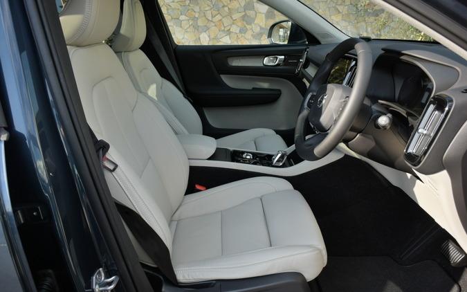 XC40 T4 AWD INSCRIPTION。レザーインテリアは高級感があった。