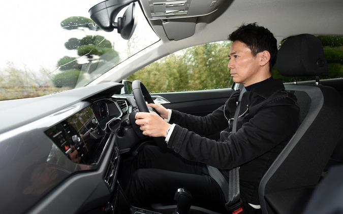 VW ポロ TSI R-LIne 新型を試乗する筆者