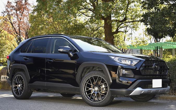 RMP 028F 装着サイズ:20×8 1/2J +45 5H-114.3 カラー:セミグロスガンメタ/リムエッジDC 装着タイヤサイズ:255/45R20