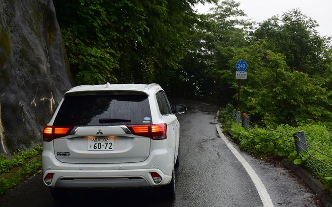 山岳路での走りは1.9トンという車重を考えると望外なほどに軽快だった。