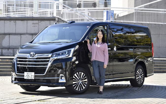 トヨタ グランエース Premiumとまるも亜希子さん