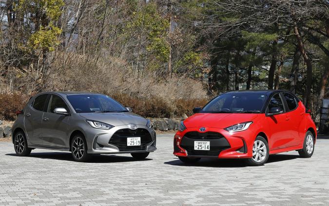 トヨタ ヤリスの1.5L ガソリン(左)とハイブリッド(右)