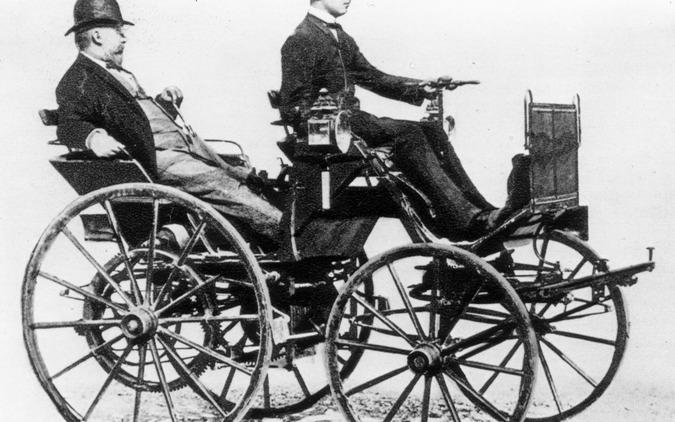 ダイムラー初期の4輪自動車(1886年)