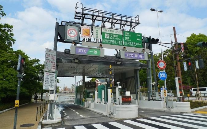 全ETC化が検討される高速道路の料金所(写真は首都高速)。