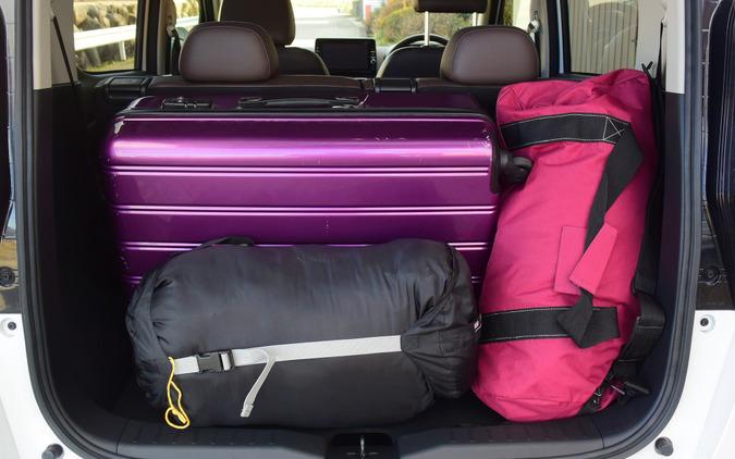 荷室容量重視のレイアウトにすると長期旅行用の大型トランクやボストンバックなども積載可能。